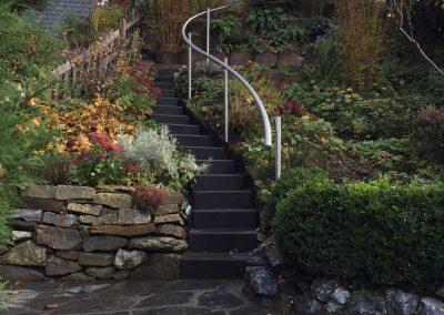 blau-metalbau-haan-gartenbau-handlauf-treppe