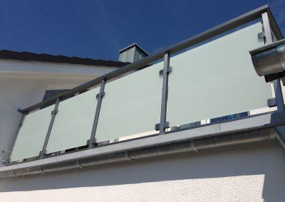 blau-metalbau-haan-projekte-referenzen-balkongelaender-edelstahlgelaender