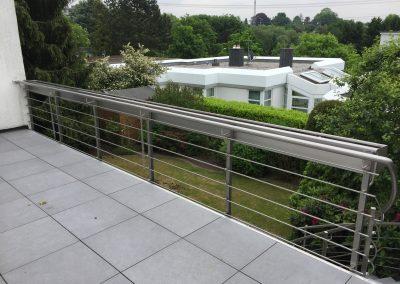 blau-metalbau-haan-balkongelaender-edelstahl