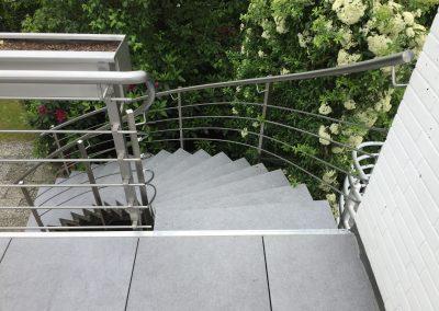 blau-metalbau-haan-balkongelaender-edelstahl-treppengelaender