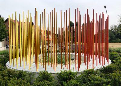 kreisverkehr Kunstobjekt wechselt die Farben bei Umfahrung gelb zu rot